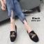 รองเท้าส้นแบนทรงสวมปักลายผึ้ง (สีดำ) thumbnail 2