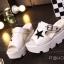 รองเท้าส้นเตารีดสไตล์แฟชั่นเกาหลีลายดาว (สีดำ) thumbnail 7