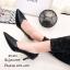 รองเท้าคัทชูหุ้มส้นทรงวี (สีดำ) thumbnail 3