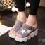 รองเท้าส้นเตารีดสไตล์แฟชั่นเกาหลีลายดาว (สีดำ) thumbnail 4