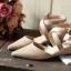 พร้อมส่ง : รองเท้าหัวแหลมหนังนิ่ม (สีครีม) thumbnail 2