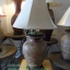โคมไฟตั้งโต๊ะ ทำจากแจกันดินเผาด่านเกวียน แกะลายดอกไม้ ทรงโอ่งน้ำ สีดินเผา thumbnail 1