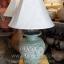 โคมไฟตั้งโต๊ะ ทำจากแจกันดินเผาด่านเกวียน ลายดอกไม้ สีโคลนเขียว thumbnail 1