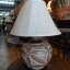 โคมไฟตั้งโต๊ะ ทำจากแจกันดินเผาด่านเกวียน แกะดอกไม้ สีโคลนน้ำตาล thumbnail 1