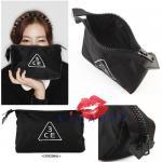 3CE Pouch Original Size สีดำ กระเป๋าเครื่องสำอางอเนกประสงค์ เนื้อผ้าดี ลายสวยน่ารัก รูปทรงสามเหลี่ยม จุของได้จุใจ