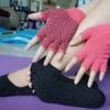 ถุงมือ ถุงเท้าโยคะ กันลื่น YKSM30-10