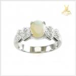 แหวนโอปอลขาว อัญมณีศิลปะสีเหลือบรุ้ง ใส่เพิ่มเสน่ห์ความมั่นใจ