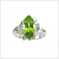 แหวนพลอยเพริดอต (อัญมณีประจำเดือน สิงหาคม)