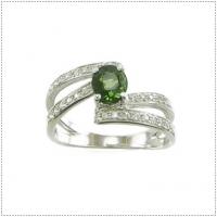 แหวนพลอยเขียวส่อง (อัญมณีประจำเดือน กันยายน)