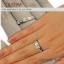 แหวนประดับเพชรสี่เหลี่ยมฝังหุ้มและฝังจิกไข่ปลา ชุบทองคำขาวแท้ thumbnail 3