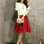 Fashion import แฟชั่นนำเข้า Detail : Dress เสื้อผ้าป่านทอลายสีขาว แขนค้างขาว เอวสม๊อค แต่งระบายที่เอว มีซิบหลัง ต่อกระโปรงสีแดง งานป้าย เหมือนแบบ สวยคุณภาพดี