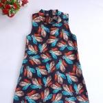 Mini dress คอเต่า ทรงสวิง ชายตรง ซิบหลัง ผ้ามิลิน ลายขนนก พื้นสีดำ