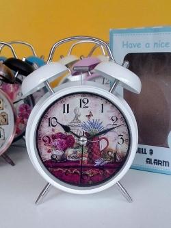 ของขวัญปีใหม่แจกลูกค้า นาฬิกาตั้งโต๊ะวินเทจเก๋ๆ สีขาว ไซส์ L