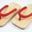 Slim Geta-02 รองเท้าเกี๊ยะแบบเรียบไม้ธรรมชาติ เชือกสีแดง thumbnail 1