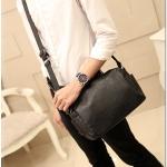 กระเป๋าสะพายข้าง หนัง PU สีดำ | LT15