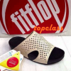 รองเท้า Fitflopสวมรุ่นใหม่สีขาว 550 บาท