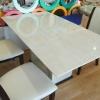 โต๊ะหินอ่อนสี่เหลี่ยม ขนาด กว้าง 90 เซนติเมตร ยาว 190 เซนติเมตร (ไม่รวมเก้าอี้) เป็นหินสังเคราะห์