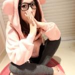 2013 เสื้อคลุมกันหนาว มีฮู้ดหูกลม สีชมพู ผ้าฝ้ายฟูลเลอร์ ซิปหน้า เอวรูด มีสายผูกที่เอว สวยน่ารักมากๆค่ะ