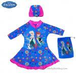(size L)ชุดว่ายน้ำเด็กผู้หญิง Disney Frozen Fever ชุดกระโปรงซิบหน้า สีฟ้า เสื้อแขนยาว สกรีนลาย เจ้าหญิง อันนา เอลซ่า มาพร้อมหมวกว่ายน้ำและถุงผ้า สุดน่ารัก ใส่สบาย ดิสนีย์แท้ ลิขสิทธิ์แท้ (สำหรับเด็กอายุ 6-8 ปี)