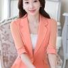 เสื้อผ้าแฟชั่นนำเข้า : เสื้อสูทแฟชั่น เสื้อสูทสำหรับผู้หญิง พร้อมส่ง สีส้ม ผ้าคอตตอน 100 % เนื้อดี คุณภาพงานพรีเมี่ยม งานตัดเย็บเนี๊ยบ ไม่มีซับในระบายอากาศได้ค่ะ คอปก แขนพับสามส่วน หัวไหล่ยกนิดๆ ติดกระดุมเก๋ แต่งระบายด้านหลังด้วยผ้าชีฟอง เข้ารูปช่วงเอว แต