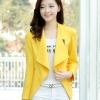 เสื้อสูทแฟชั่น : เสื้อคลุมแฟชั่น พร้อมส่ง สีเหลือง แต่งด้วยปกโฉบเฉี่ยวยอดนิยม ดีเทลปลายแขนด้วยซิบรูดสุดเท่ห์ แต่งกระเป๋าหลอกเก๋