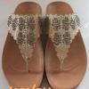 รองเท้า fitflop FLORA(ฟอร่าประดับเพชร)สีครีมราคา570บาท