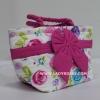 กระเป๋าถือ นารายา Size S ผ้าคอตตอน พื้นสีขาว ลายดอกไม้ หลากสี ผูกโบว์ สีชมพู สายหิ้ว หูเกลียว (กระเป๋านารายา กระเป๋าผ้า NaRaYa กระเป๋าแฟชั่น)