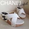 แบบขายดี มาใหม่จ้า!! New Chanel ส้นเตารีด งานเรียบหรู ดูดีสุดๆ รองเท้าลำลองแบบสวม ส้นเตารีด งานหนังบุนุ่ม เย็บลายตารางตามแบบฉบับสาวชาแนล หน้าไขว้เก็บหน้าเท้า ด้านข้างปักโลโก้ CC ไขว้สวยสะดุดตา ใส่สวย เดินสบายมากค่า **รุ่นนี้พื้นตีแบรนด์ งานเนี้ยบ รีบจองเล