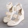 """""""รองเท้าเอาใจสาวหวานที่อยากได้ลุคแรงขึ้นมาหน่อย ความน่ารักใสๆบนส้นเตารีด ซึ่งนำมามิกซ์แอนด์แมตซ์กับทรงสานเส้นเล็กเรียงคาดหน้า ติดหมุดแหลม ความต่างที่รวมได้ ลงตัว พอดี"""