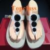 รองเท้า fitflop เพชร 3 เม็ดกลมสีครีมราคา 700 บาท