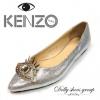 พร้อมส่ง รองเท้าคัชชูส้นแบน KENZO วัสดุเป็นกลิตเทอร์ หน้าแต่งรูปตาประดับคริสตัลและเพชร ทรงหัวแหลม ใส่แล้วดูวิ้งๆขับผิวสุดๆ ส้นแบนใส่เดินสบาย รีบจับจองด่วนเลยจ้า