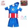 ฮ (Size M)ชุดว่ายน้ำเด็กผู้ชาย Super Hero Captain America สีน้ำเงิน มาพร้อมกับเสื้อแขนสั้นสกรีนลายเกราะ กางเกงขาสั้น หมวกว่ายน้ำ สุดเท่ห์ ใส่สบาย ลิขสิทธิ์แท้ (สำหรับเด็กอายุ 4-6 ปี)