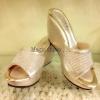 Crystal Shoes รองเท้าส้นเตารีดลำลองดีไซน์เก๋ประดับ คริสตัลดูดี สะดุดตาส้นเตารีดทรง V Shape ดีไซน์ทันสมัย โชว์เล็บเท้าคู่นี้ดูจะเป็นทางเลือกที่ดีนะคะ ทรง V Shape ทำให้เก็บหน้าเท้าดี เท้าเรียว เก๋ไก๋ เปิดส้น สวยเซ็กซี่ทีเดียวค่ะ ทำจากหนังคล้ายซาตินเลื่อมมัน