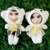 คู่รักหมีขาวถือช่อดอกไม้