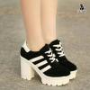 พร้อมส่ง รองเท้าบู้ทส้นตึก สไตล์ผ้าใบ สวมใส่เดินได้สบายและนานขึ้น ด้วยความสูงด้านหน้า 3 ซม. ความสูงด้านหลัง 9 ซม. รับกับรูปเท้าพอดี ช่วยเพิ่มความมั่นใจให้สาวๆค่ะ