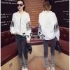 Sweetie Vintage Lace Blouse Style Korea เสื้อทรงเชิตคอ V ดีเทลแขนยาวแต่งลูกไม้สองสีดำขาว ใส่เก๋มากๆค่ะ ด้านหนังเป็นทรงคอ V ฉุลลายเส้นขนานเป็นแนวตั้งด้านหน้า ตัวแขนเสื้อตัดต่อผ้าลูกไม้เล่นลายสองสี ให้ดูเก๋ไม่เรียบจนเกินไป งานสวยมากค่ะ ทรงสวยตามแบบ เนื้อผ้า
