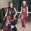 Sevy CS Stripes Flora Sleeveless Maxi Dress Type: Maxi Dress Fabric: Cotton+Polyester Detail: เดรสยาวแขนกุ๊ดผ้าเนื้อค้อตต้อนเบลนด์เนื้อนิ่มลื่น เบาใส่สบาย รับซัมเมอร์นี้ แต่งลายใบไม้เรียงระดับช่วงเดรส