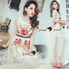 Seoul Secret Say's... Rosy Pink Red Blossom Stickly Netty Maxi Dress Material : เนื้อผ้าเน็ทเนื้อนุ่มๆ หรูหราด้วยทรงแม๊กซี่ตัวยาว เติมความหรูสวยด้วยงานปักประดับแต่งเป็นลายดอกไม้สีแดงตัด ด้วยโทนสีทองและขาว งานปักอย่างดีนะคะ เนื้องานละเอียดสวยมากคะ สวย