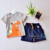 เสื้อชุดเด็กสีเทา ลาย Dinosor มาพร้อมกางเกงสีน้ำเงิน