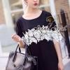 Chill Chill Blossom Lace Mini T-Dress by Seoul Secret Material : เดรสสีดำ เนื้อผ้าโพลีเอสเตอร์ผสมสเป็นเด็กซ์ เนื้อสวยอย่างดี เนื้อผ้าขึ้นทรงสวย เก๋ๆ น่าใส่ด้วยทรงเดรสคอกลมทรงปล่อยๆ ใส่สบายๆ เติมความเก๋ ด้วยดีเทลงานเย็บประดับด้วยผ้าลูกไม้ทอลายดอกไม้ที่ช่วง