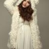 เสื้อผ้าแฟชั่นนำเข้า : เสื้อโค้ช พร้อมส่ง โค้ทแบบเสื้อคลุม สีขาว เนื้อผ้านิ่มมาก มีฮูทหูหนู น่ารักมาก แฟชั่นเสื้อโค้ช มาใหม่