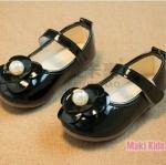 รองเท้าคัทชูเด็กสีดำ ตกแต่งดอกไม้หัวรองเท้า