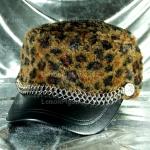 หมวกขนสัตว์นุ่ม ลายเสือโทนน้ำตาล ทรงหัวตัด มีโซ่ด้านหน้า