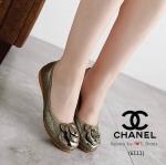 รองเท้า STYLE CHANEL หนังทำวาวสีเมทาลิค ประดับดอกคามิเลียพื้นนิ่มใส่สบาย