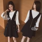 Sevy Two Pieces Of Round-Neck Bell Sleeve Blouse With Mini Bib Skirt Sets Type: Blouse+Bib Skirt(Sets) Fabric: Cotton ผ้าคอตตอน Detail: Set เสื้อแขนกระดิ่งสีขาว+เอื๊ยมกระโปรงสีดำ ดีเทลเสื้อแขนยาวปลายแขนกระดิ่ง คอกลม ลายเนื้อผ้าลายทาง เนื้อผ้ายืดหยุ่นได้ ม