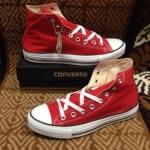 รองเท้าผ้าใบ Converse หุ้มข้อสีแดงสด
