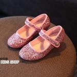 รองเท้าคัทชูเด็กมีส้นสีชมพูวิ้งๆ