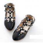 รองเท้าคัทชูเด็กสีดำสไตล์วาเลนติโน่