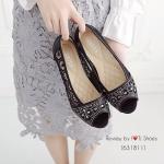 รองเท้าคัชชูเปิดหน้า ทำจากผ้าลูกไม้ ด้านหน้าประดับอะไหล่สวยงาม