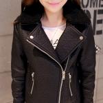 Pre-Order เสื้อแจ็คเก็ตหนังผู้หญิง สีดำ แต่งซิปหน้าและกระเป๋า ปกเฟอร์ แขนยาว แฟชั่นเสื้อกันหนาวสไตล์เกาหลี